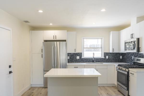 Flat Panel Modern Kitchen in Glendale | Pearl Remodeling